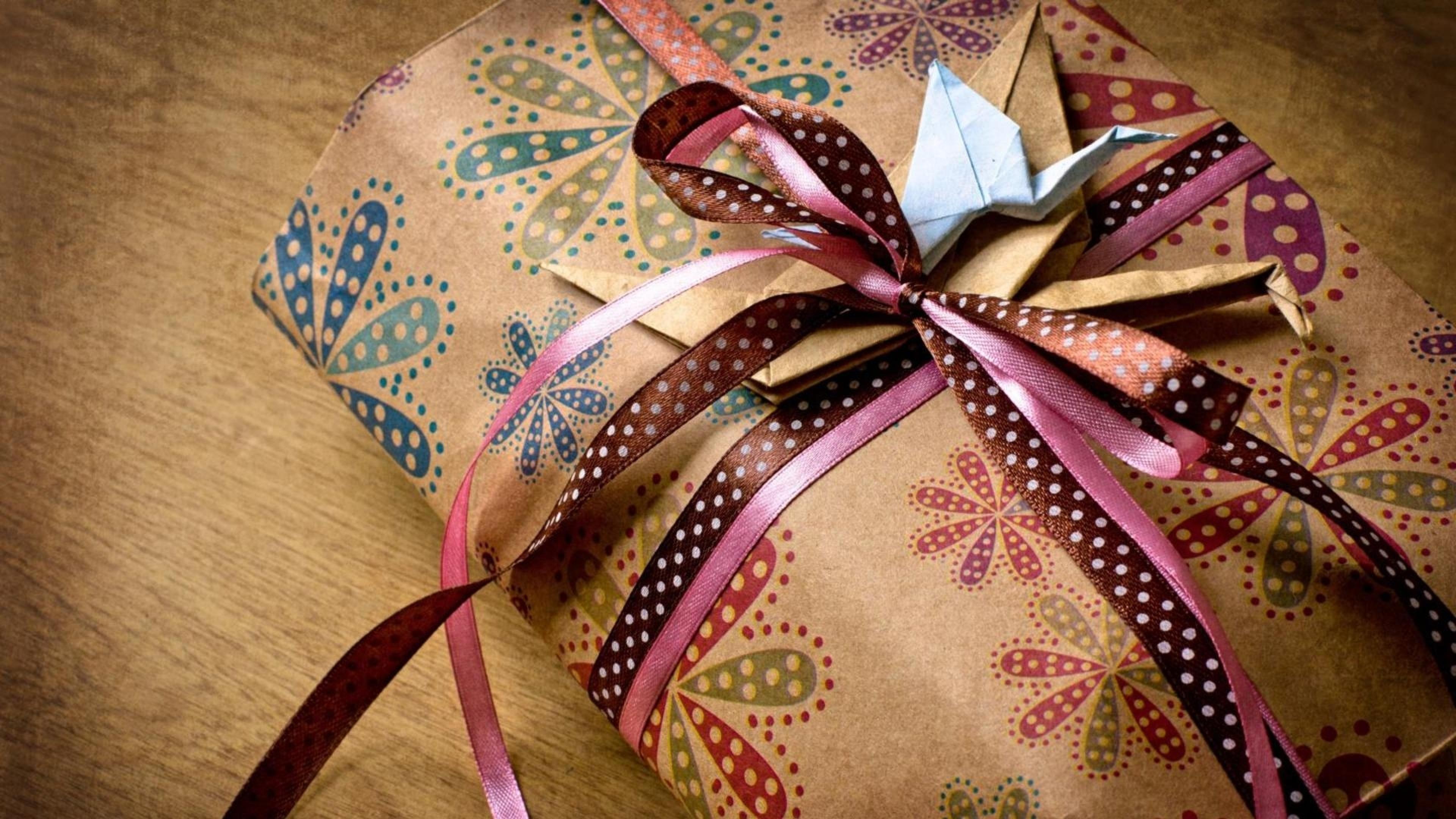 Завернуть подарок в платок
